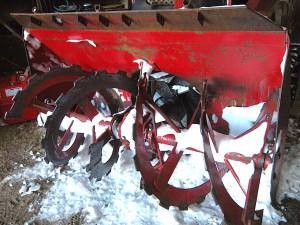 螺旋状の雪を掻く装置